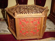 Six sides scroll saw fretwork box with red felt