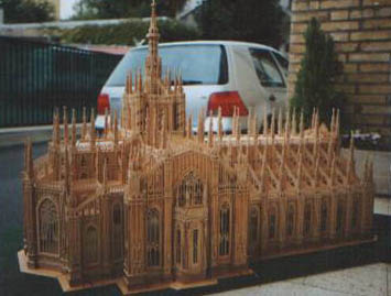 Woodworking: the Italian Milan Cathedral made in wood