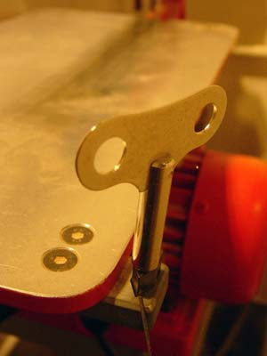 tool to tight the blade in the clamp